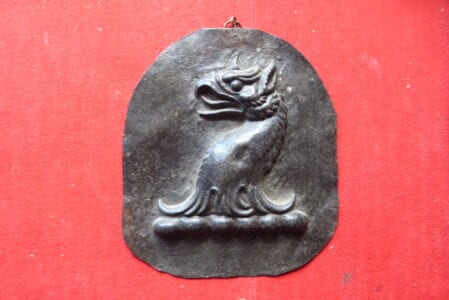 Metal crest of a griffin's head, 4 x 4.5 ins